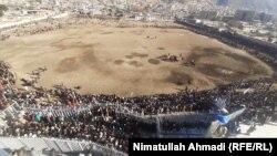 میدان برگزاری مسابقات بزکشی با حضور تماشاچیان در شهر فیضآباد، مرکز ولایت بدخشان