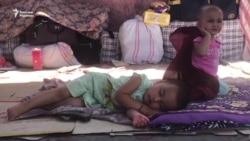 Шекарадан өте алмаған тәжік мигранттары қазақ вокзалын паналап отыр