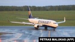 """Ryanair"" howa gullugunyň uçary Minske gondurylandan soňra, polisiýa 26 ýaşly oppozisiýa aktiwisti we žurnalisti Raman Pratasewiçi saklady."