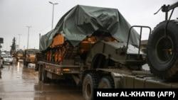 Suriyanın şimalında Türkiyə tankları və zirehli maşınları