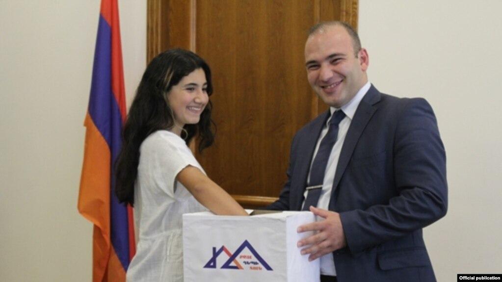 Участница программы «Шаг к дому» из Грузии будет гостить в семье премьер-министра Армении
