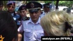 Ոստիկանությունը փակում է որդեկորույս մայրերի ճանապարհը դեպի նախագահական, 25-ը հունիսի, 2015թ.