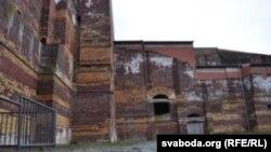 Недабудаваны гітлераўскі палац зьездаў большы за рымскі Калізэй, у 10 разоў большы за крамлёўскі палац зьездаў. Той разьлічаны на 5 тыс месцаў, Нюрнбэскі плянаваўся на 50 тысячаў месцаў.