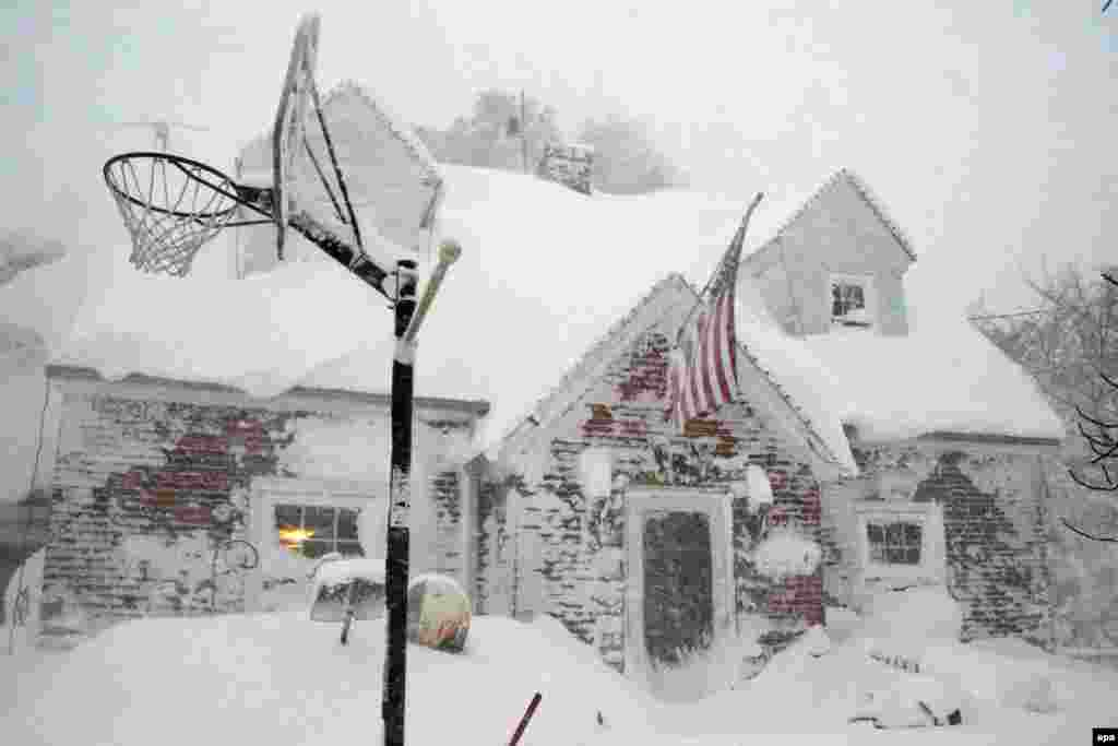 A home is covered in snow in a neighborhood just south of Buffalo, New York, following an overnight winter storm that dumped a reported 5 feet (1.5 meters) of lake-effect snow on the area in Hamburg on Npvember 19. (epa/Mark Webster)