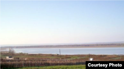 Vedere cu lacul Manta