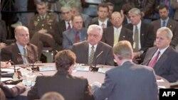 Zajednička sjednica na početku mirovnih pregovora u Dejtonu, 1. novembar 1995.