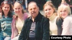 Вадим Елизаров с учениками, фото из семейного архива