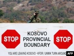 Vojnik KFOR-a na prelazu Jarinje - ilustracija