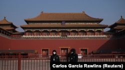 Obezbjeđenje nosi maske, Zabranjeni grad, Peking