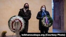 Сьвятлана Ціханоўская і Джулі Фішэр (справа) у Вільні, люты 2021 году