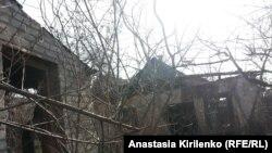 Виктор Янукович жил с бабушкой в крошечном флигеле дома, где отец жил с новой семьей