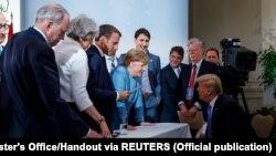 Беседа Ангелы Меркель с Дональдом Трампом на встрече G7в Канаде. 9 июня 2018 года