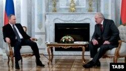 Рускиот претседател Владимир Путин и неговиот белоруски колега Александар Лукашенко
