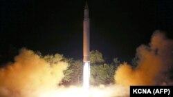 Солтүстік Кореяның соңғы жасаған баллистикалық зымыран сынағы туралы сюжет. 29 шілде 2017 жыл.