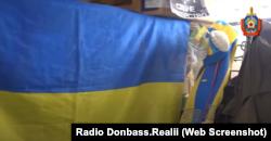 Кадри оперативної зйомки угруповання «МГБ ДНР». При обшуку у «радикалів» знайшли український прапор та жовто-синю символіку з чемпіонату Євро-2012
