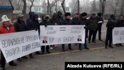 Акция «Айкол Ала-Тоо» у здания Посольства Беларуси в КР, 14 декабря 2017 г.