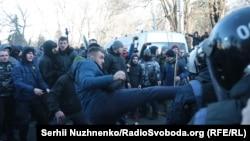 Сутички під Верховною Радою між представниками «Нацкорпусу» та співробітниками поліції. Київ, 17 грудня 2019 року