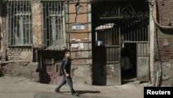 В историческом районе Тбилиси все реже встречаются дома, в которых сохранились старые двери. А ведь они порой месяцами создавались в мастерских искусных ремесленников, и каждая из них уникальна в своем роде