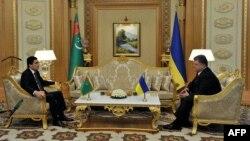 Президент Туркменистану Ґурбанґули Бердімухамедов та президент України Петро Порошенко