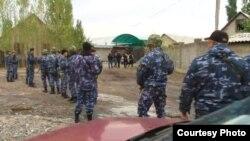 Спецоперация по задержанию заключенных-беглецов из СИЗО в Кыргызстане. Бишкек, 16 октября 2015 года.