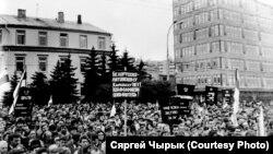 Чарнобыльскі шлях — 1990. Людзі слухаюць Пазьняка