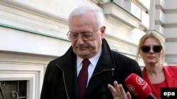 Josip Perkoviq duke u larguar nga gjykata e cila vendosi për ekstradimin e tij në Gjermani