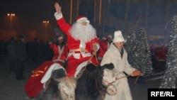 Топозду Санта Клаус, Аяз атасынын унаасы катары да тааныла баштады.