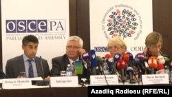 Arxiv fotosu: 2013-cü ilin prezident seçkisini müşahidə edən ATƏT-in müşahidə missiyası yekun hesabatını açıqlayır.