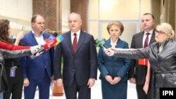 Președintele Igor Dodon, după o rundă de consultări cu grupul socialiștilor condus de Zinaida Grecianîi. 12 aprilie 2019