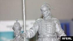 Қазақ хандығының негізін қалаған Жәнібек пен Керейге орнатылатын болашақ ескерткіштің осы жобалық нұсқасы таңдап алынды. Астана, 14 қаңтар 2010 жыл.