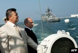 Ukrainian President Viktor Yanukovych and his Russian counterpart, Vladimir Putin, attend a ceremony celebrating Navy Day in Sevastopol on July 28.