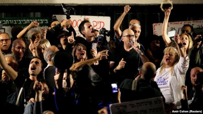 برگزارکنندگان تظاهرات میگویند از این پس، هر شنبه شب، «راهپیمایی شرم» را در تل آویو و شهرهای دیگر اسرائیل برگزار خواهند کرد.
