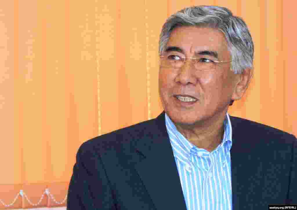 Председатель Общенациональной социал-демократической партииЖармахан Туякбай. Алматы, 5 декабря 2013 года.