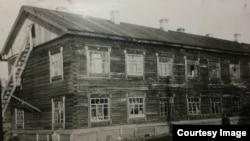 Барак, в котором жила Рамуте Скучайте. Снимок из ее личного архива