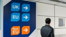 Cetățenilor UE le va fi permis să depună actele pentru statutul de rezidență inclusiv după data limită de 30 iunie. Aceștia vor trebui să justifice întârzierea.