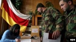 Завтрашний съезд пройдет в условиях острого внутрипартийного кризиса, начавшегося после неожиданной отставки бывшего лидера Компартии Валерия Казиева