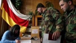 Югоосетинские политики полагают, что отсутствие прозрачности в вопросе с голосованием на дополнительном участке в ходе выборов в парламент республики дает возможность для фальсификаций