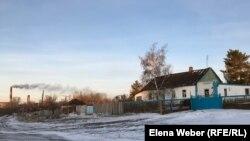 ГРЭС рядом с жилым массивом в Карагандинской области.