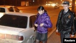 Жезөкшелерді ұстау шарасында жүрген милиционер. Ресей. (Көрнекі сурет)