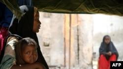 دیدهبان حقوق بشر شمار افرادی را که به موگادیشو پناهنده شدهاند، ۱۸۰ هزار تا ۳۷۰ هزار تن تخمین میزند.