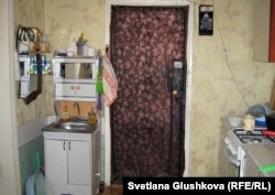 Одна из комнат, где живет Айсулу Кулсеитова с семьей. Астана, 5 сентября 2012 года.