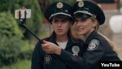 Кадр із комедійного серіалу «Новая полиция»