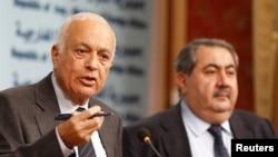 وزير خارجية العراق هوشيار زيباري (يمين) وأمين عام جامعة الدول العربية نبيل العربي في بغداد