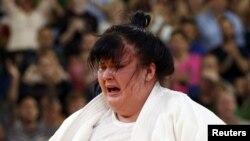 Дзюдоїстка Ірина Кіндзерська плаче після поразки в поєдинку за бронзову нагороду: команда дзюдоїстів не здобула жодної медалі