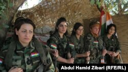 İranın kürd qadınlarının PJAK dəstəsi isə İD-yə qarşı vuruşur