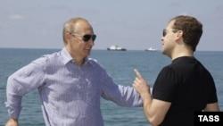Владимир Путин и Дмитрий Медведев в Сочи, август 2009 г