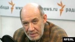 Один из участников гражданского конституционного форума Георгий Сатаров
