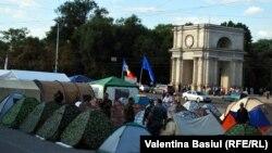 Cea de-a patra zi de proteste în centrul Chişinăului