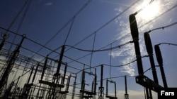 به گزارش مرکز پژوهشهای مجلس بخش بزرگی از اتلاف انرژی مربوط به راندمان پایین نیروگاهها و اتلاف انرژی در شبکه انتقال و توزیع برق است.
