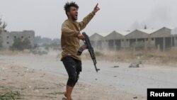 Ливия үкімет күштерінің сарбазы. Көрнекі сурет.